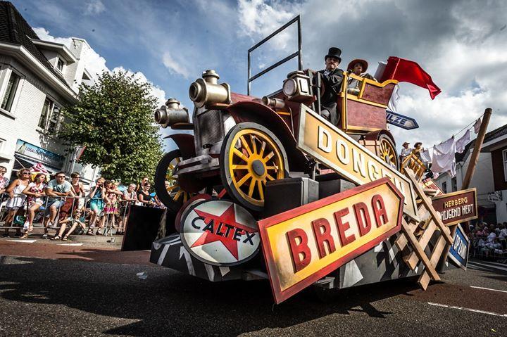 De Tilburgse textielindustrieel Jos Bogaers rijdt de eerste auto